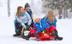 sledding_family